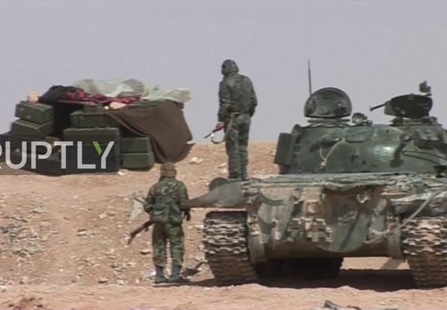 Một đơn vị tăng thiết giáp của sư đoàn tăng số 18 trên chiến trường Palmyra