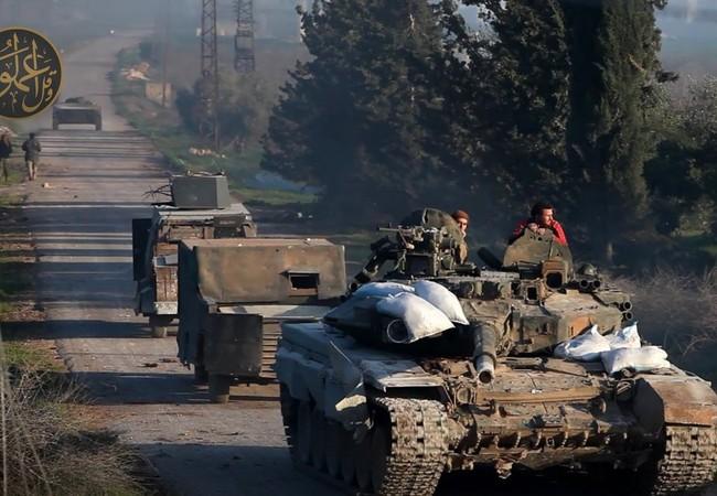 Xe tăng và xe đánh bom tự sát của Al-Qaeda Syria tiến công ở Hama