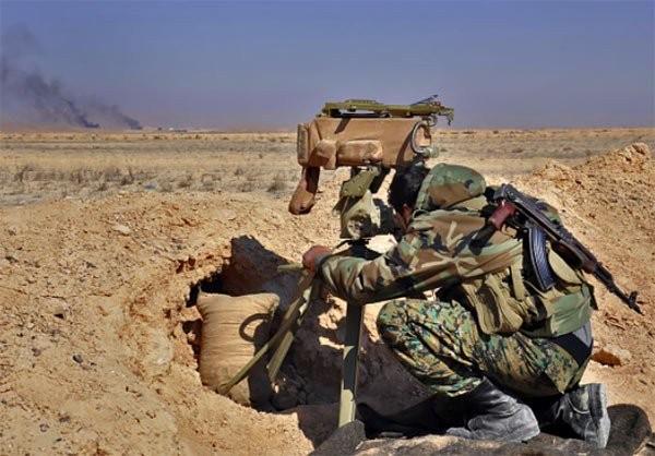 Một lính trinh sát Syria trên chiến trường Hama