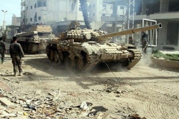 Xe tăng của lực lượng Vệ binh Cộng hòa Syria trên chiến trường Deir Ezzor