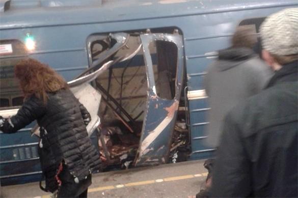Cửa toa tàu điện ngầm vỡ nát sau vụ nổ