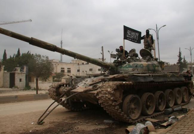 Xe tăng tổ chức khủng bố bố Hay'at Tahrir Al-Sham trên chiến trường Hama