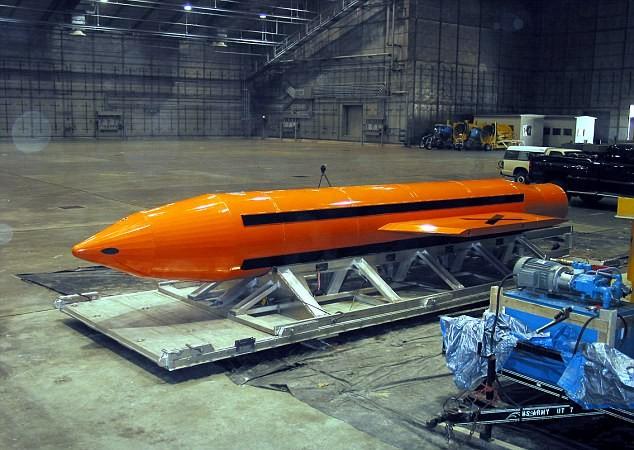 """Bom GBU-43 """"Mẹ của các loại bom"""""""