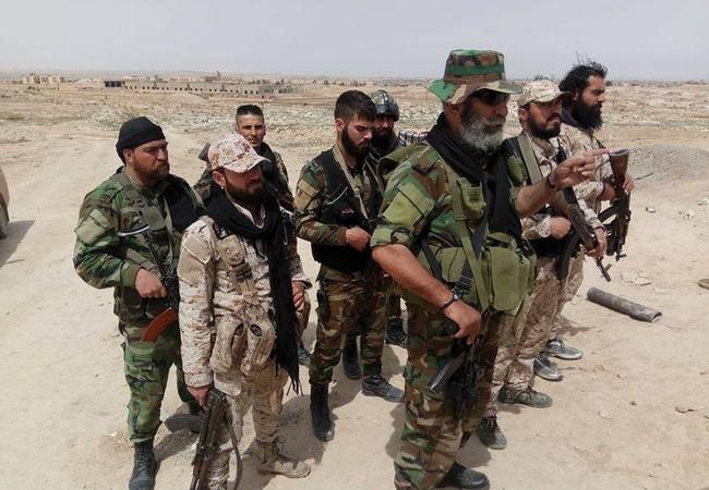 Tướng Issam Zahreddine cùng binh sĩ Vệ binh Cộng hòa trên chiến trường Deir Ezzor