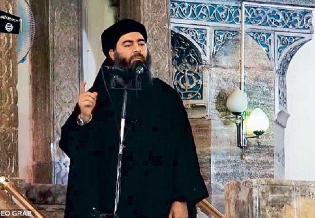 Thủ lĩnh IS Abu Bakr al-Baghdadi trong một lần phát biểu tại một nhà thờ ở Mosul năm 2014