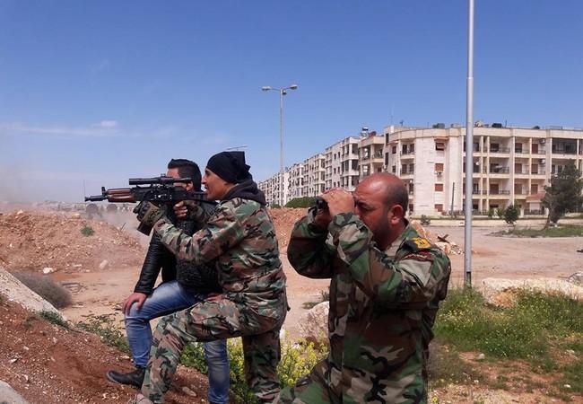 Binh sĩ quân đội Syria trên chiến trường Al-Qaboun, Damascus