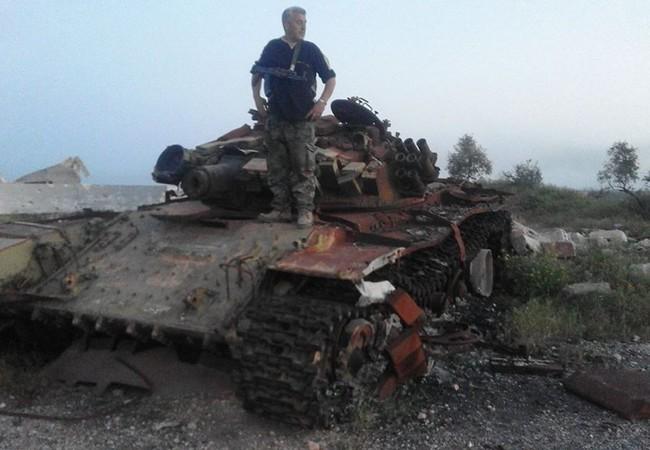 Xe tăng phiến quân bị phá hủy trên chiến trường Hama