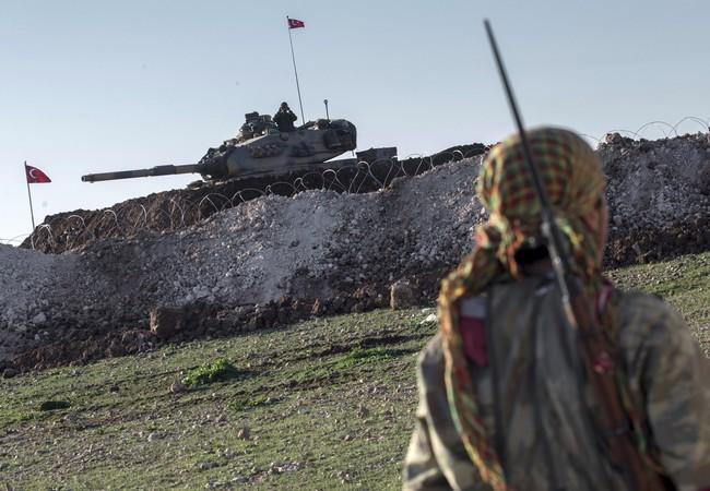 Xe tăng Thổ Nhĩ Kỳ trên vùng biên giới Syria