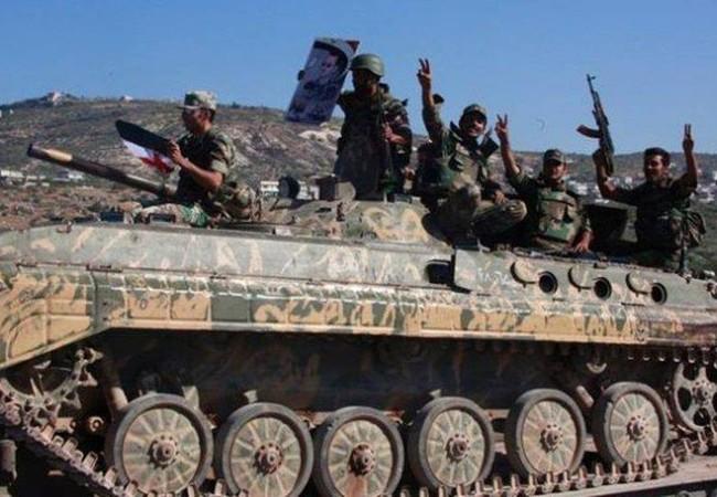 Binh sĩ quân đội Syria và xe thiết giáp BMP-1 trên chiến trường Hama