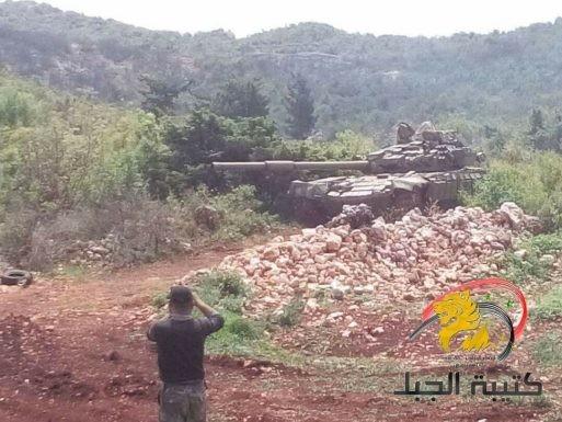 Xe tăng quân đội Syria pháo kích trên chiến trường Latakia