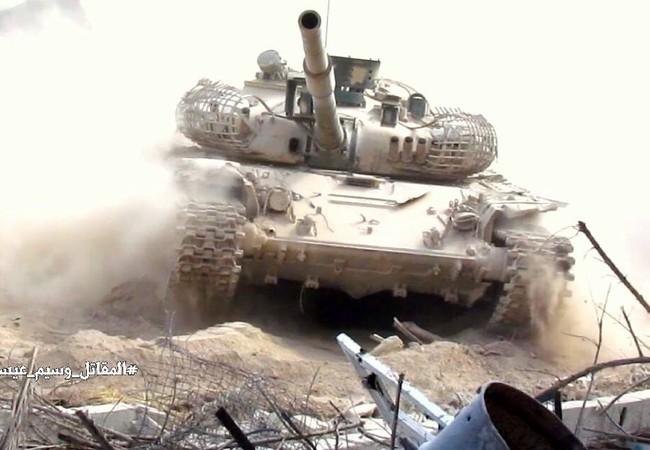 Xe tăng quân đội Syria tiến công trên chiến trường Damascus