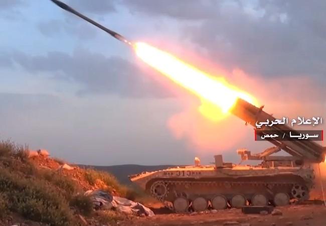 Quân đội Syria pháo kích ác liệt trong dãy núi Al-Shumariyah, tỉnh Homs