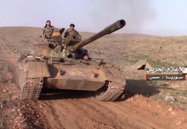 Xe tăng quân đội Syria tiến công trên chiến trường Palmyra