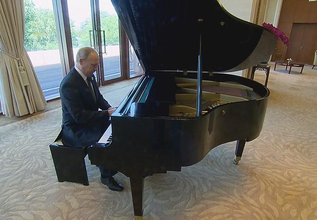 Thử đàn dương cầm tại tư gia chủ tịch Tập Cận Bình