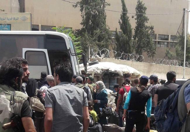 Nhóm chiến binh thánh chiến di tản từ Al-Qaboun về tỉnh Idlib