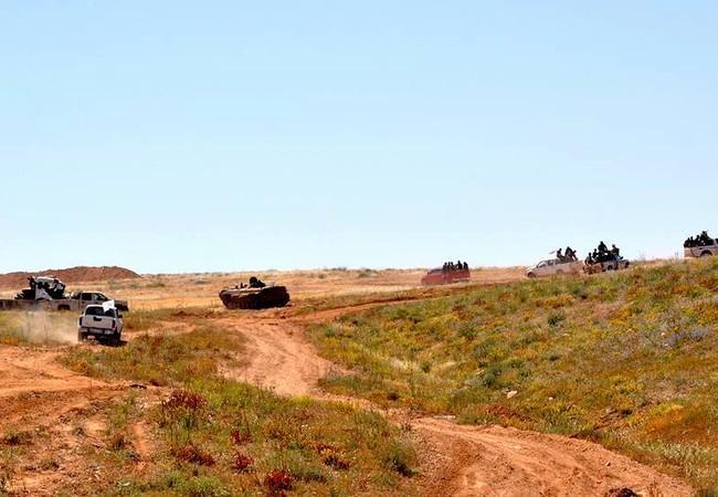 Các đơn vị vũ trang quân đội Syria tiến công trên vùng nông thôn tỉnh Homs