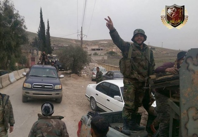 Một đơn vị vũ trang địa phương NDF trên đường tiếp viện khu vực giao chiến với IS