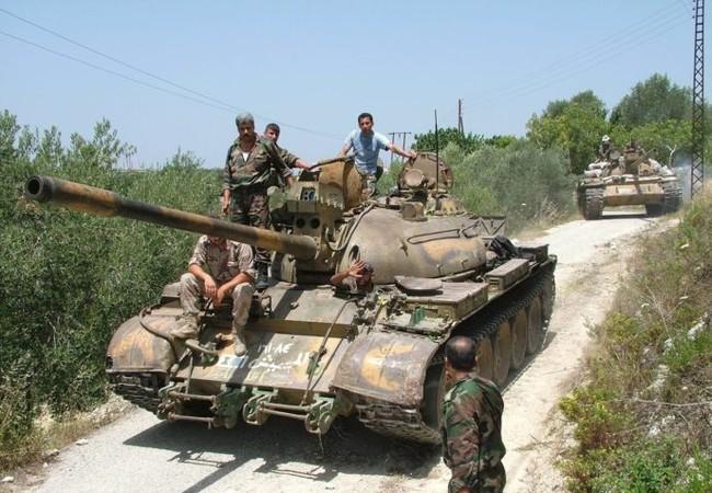 Xe tăng quân đội Syria trên chiến trường Sweida