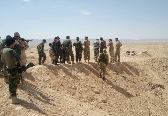 Các đơn vị quân đội Syria trên chiến trường sa mạc phía đông dãy nui Qalamoun