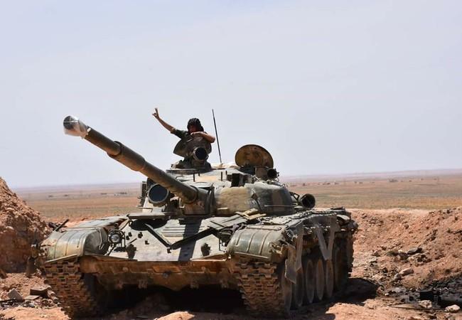 Xe tăng lực lượng Tiger tiến đến chiến tuyến cách thị trấn Maskanah 3 km về phía nam