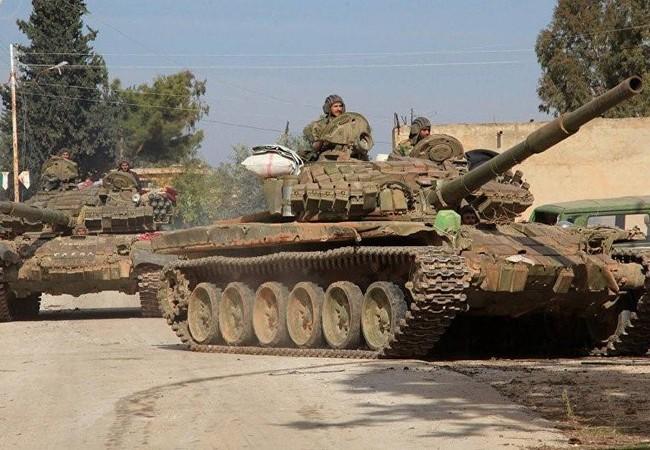 Xe tăng quân đội Syria trên vùng các quận ngoại ô Damascus
