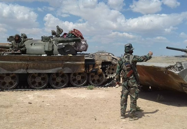 Binh sĩ lực lượng Tiger và tăng thiết giáp trên chiến trường phía đông Aleppo