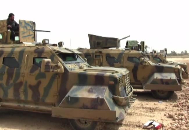 Xe thiết giáp của Lực lượng Dân chủ Syria trên đường tấn công về Raqqa