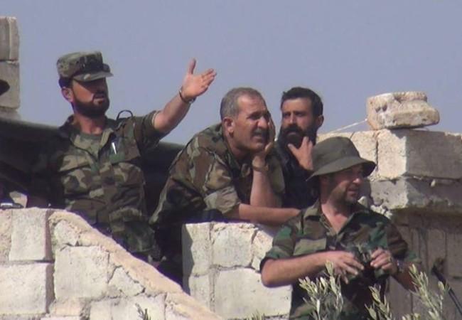 Tướng Suhail al-Hassan cùng các sĩ quan chỉ huy lực lượng Tiger trên đài chỉ huy