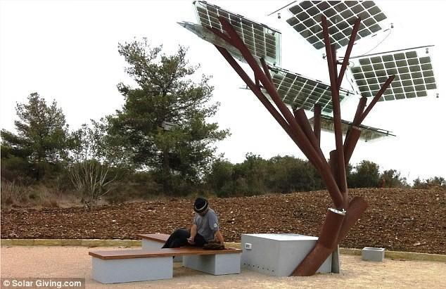 """Cây điện """"eTree"""" sản phẩm công nghệ số của công ty Sol-logic , Israel"""