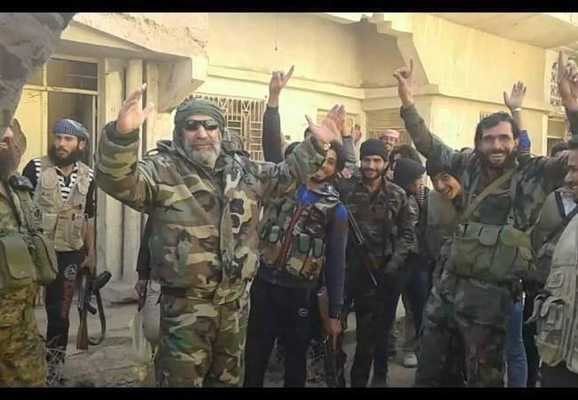 Tướng Issam Zahreddine cùng binh sĩ trên chiến trường thành phố Deir Ezzor