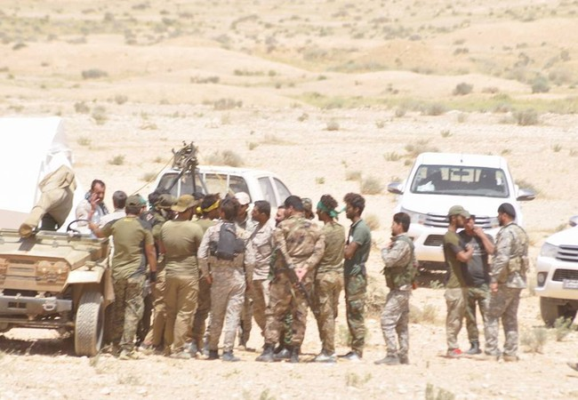 Binh sĩ quân đội Syria trên vùng sa mạc tỉnh Homs