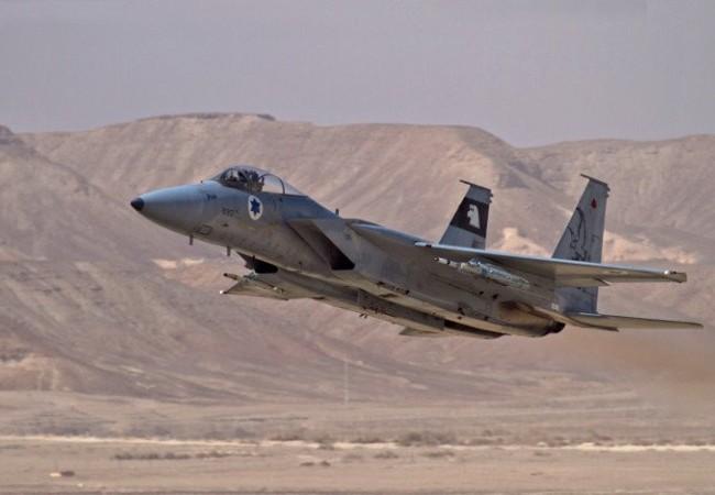 Không quân Israel không kích quân đội Syria