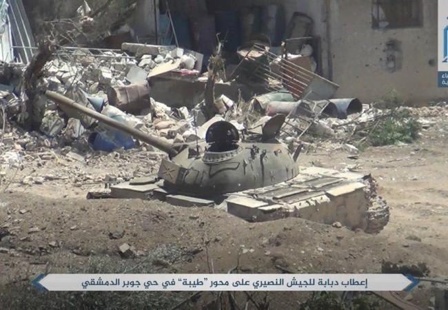 Chiếc xe tăng T-55 của quân đội Syria bị bắn hỏng