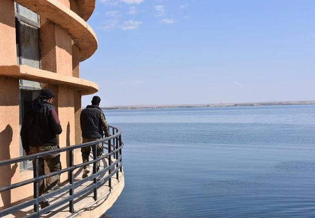 Đập nước trên sông Euprater, hiện do SDF kiểm soát
