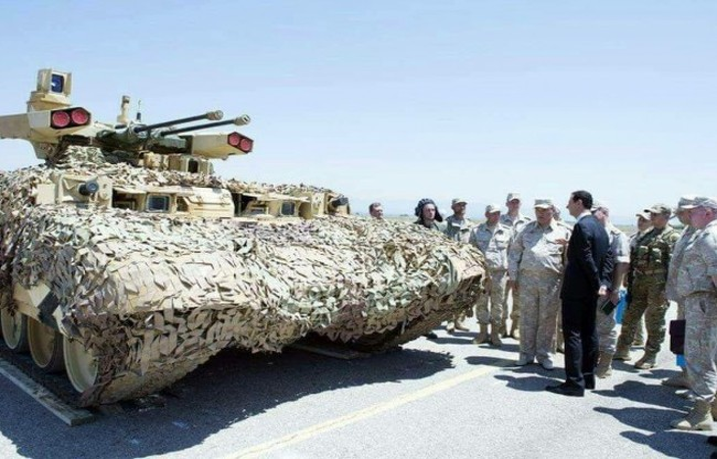 Tổng thống Syria Bashar al-Assad  đang nghe giới thiệu về xe yểm trợ hỏa lực BMPT Terminator - 2