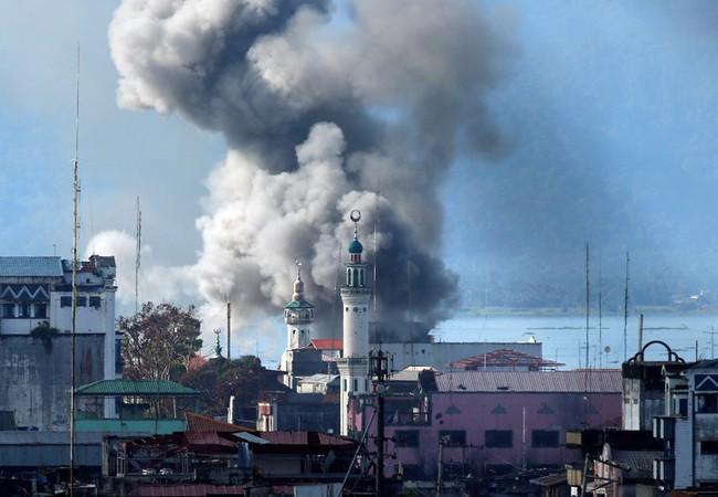 Không kích dữ dội vào khu vực do IS Đông Nam Á chiếm đóng ở thành phố Marawi