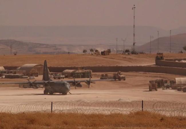Một máy bay vận tải hạng nặng Mỹ C-130 có mặt trên sân bay miền Bắc Aelppo, Syria