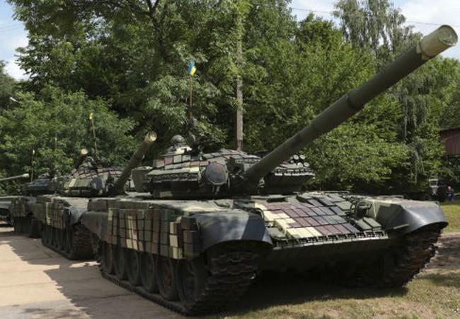 Một số xe tăng của lực lượng dân quân vùng Donbass