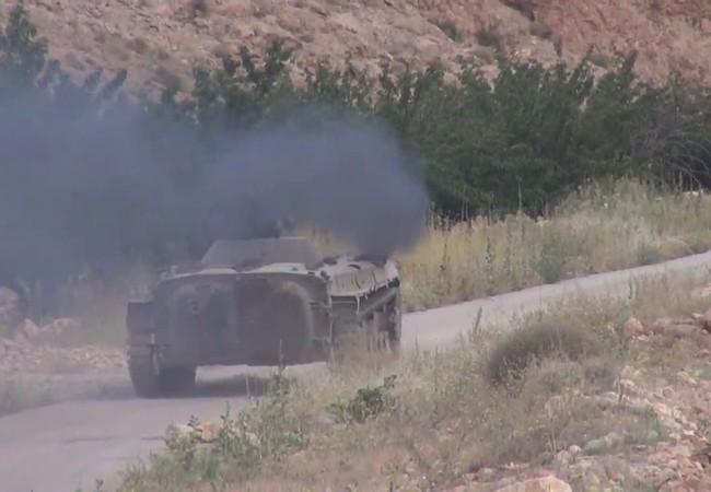 Xe thiết giáp BMP-1 quân đội Syria tiến công trên vùng rừng núi biên giới Syria - Lebanon