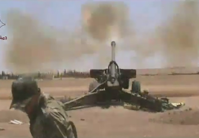 Pháo binh quân đội Syria dội lửa vào IS trên vùng nông thôn tỉnh Hama = Ảnh Masdar News
