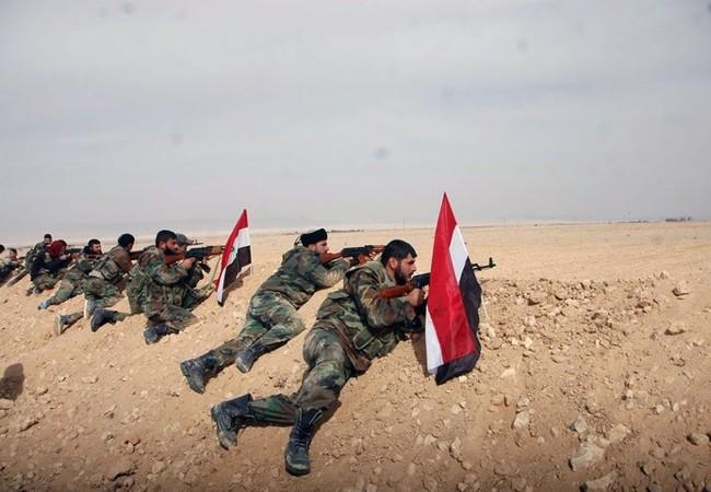 Quân đội Syria tiến công trên chiến trường thị trấn Al-Sukhnah - Ảnh Masdar News