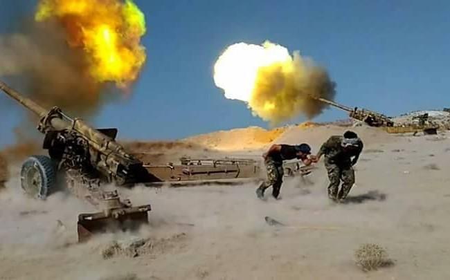 Pháo binh quân đội Syria nã đạn trên chiến trường Raqqa - Deir Ezzor