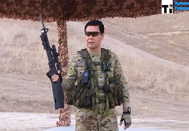 Tổng thống Turkmenistan, ông Gurbanguly Berdimuhamedow trực tiếp tham gia hoạt động huấn luyện gần thủ đô Ashgabat