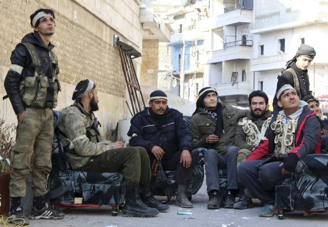 """Một nhóm chiến binh """"bạo loạn"""" trong liên minh chống khủng bố do Mỹ hậu thuẫn ở Syria"""