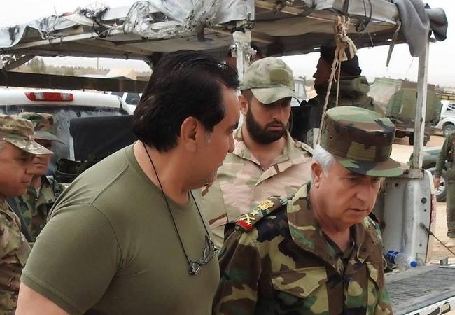 Đại tá Mohammad Jaber, tỷ phú dầu mỏ Syria, người tổ chức và lãnh đạo lữ đoàn Diều hâu Sa mạc Syria cùng tổng tham mưu trưởng quân đội Syria