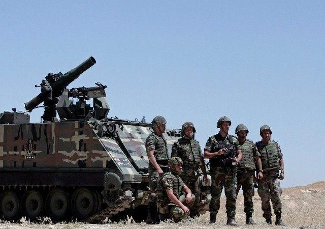 Quân đội Lebanon với xe thiết giáp M-113 trên chiến trường biên giới