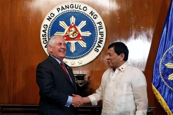 Tổng thống Philippine Rodrigo Duterte gặp gỡ Ngoại trưởng Mỹ Rex Tillerson trong một cuộc họp tại dinh tổng thống ở Manila, Philippines ngày 07.08.2017, Ảnh Reuters