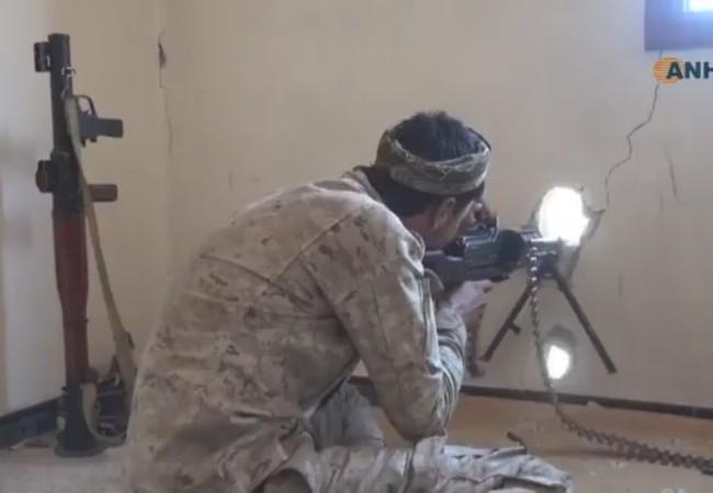 Lực lượng Dân quân người Kurd YPG tiến công trên chiến trường thành phố Raqqa