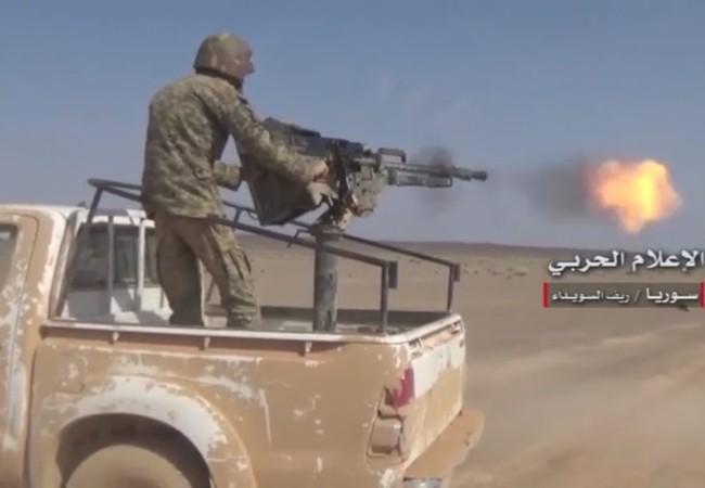 Binh sĩ quân đội Syria tấn công trên chiến trường sa mạc Sweida hướng biên giới Jordan