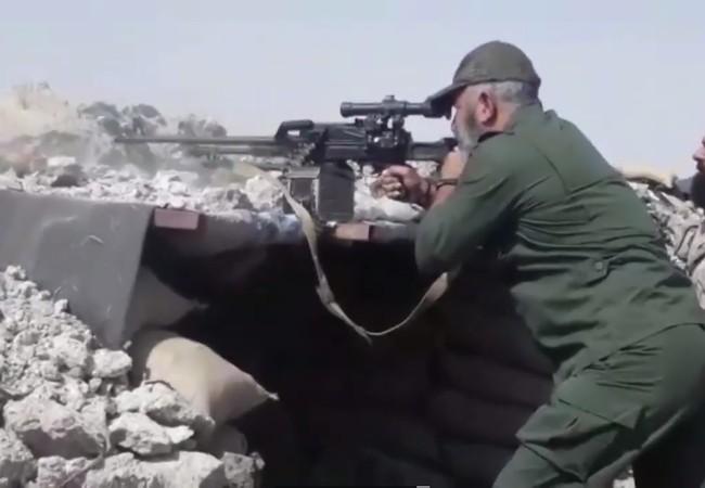 Tướng Issam Zahr Eddien, tư lệnh trưởng lữ đoàn 104 Vệ binh Cộng hòa cùng sĩ quan dưới quyền chỉ huy cuộc tấn công trên khu vực nghĩa trang với súng bắn tỉa ở Deir Ezzor - Ảnh video